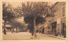 Vielmur Sur Agout Esplanade Et Monument Aux Morts - Vielmur-sur-Agout