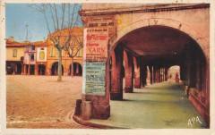 Briatexte Les Arcades De La Place Du Marche - Briatexte