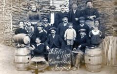 Carte Photo Situee A Saignes Atelier De Tonnellerie 1912 (Magnifique Et S - Saignes