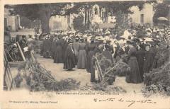Saint Gervais D'Auvergne La Fete Dieu (dos non divisé) - Saint-Gervais-d'Auvergne