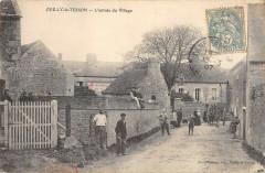 Ouilly Le Tesson L'Entree Du Village - Esson