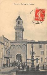 Vauvert Horloge Et Fontaine - Vauvert