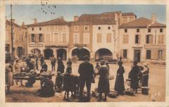 Plaisance La Place Et Le Marche - Plaisance