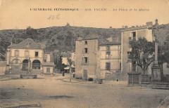 Volvic La Place Et Mairie - Volvic