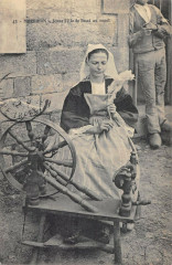 Morbihan Jeune Fille De Baud Au Rouet - Baud