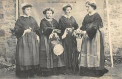Jeunes Femmes De Locmine - Locminé