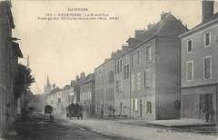 Aigueperse La Grand Rue Passage Des Vehicules Industriels - Aigueperse