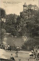 Les Buttes Chaumont - Le Temple Grec vu du Lac - Paris 19e