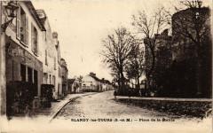 Blandy-les-Tours - Place de la Mairie - Blandy