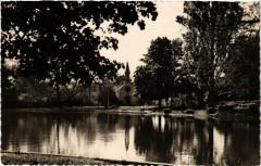 Le Vesinet - Le Lac de Croissy. Le Temple Protestant - Le Vésinet