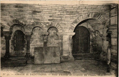 Abbaye de Saint-Denis Porte d'entrée et Soupirail du Caveau 93 Saint-Denis