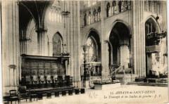 Abbaye de Saint-Denis Le Transept et les Stalles de gauche 93 Saint-Denis