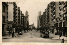 Villeurbanne - L'Avenue Henri-Barbusse et les Tours de 18 étages 69 Villeurbanne