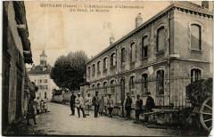 Moirans - L'Ambulance d'Alboussiere - Au fond - la Mairie - Moirans
