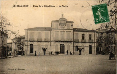 Le Beausset Place de la Republique - La Mairie - Le Beausset