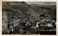 La Brigue - Vue d'ensemble, au loin les Alpes Italiennes - La Brigue