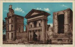 La Tour-D'Aigues Ruines du Chateau - Vue d'Ensemble - La Tour-d'Aigues