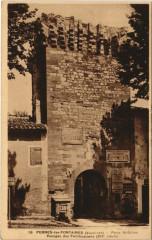 Pernes-Les-Fontaines Porte Saint-Gilles - Pernes-les-Fontaines