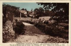 Cabrieres d'Avignon - Les aéentours du Chateau Feodal - Cabrières-d'Avignon
