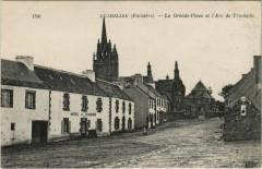 Guimiliau - La Grande Place et l'Arc - Guimiliau