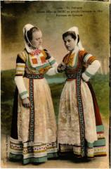 Jeunes Filles de Briec en Grande Costumes de Fete - Folklore - Briec