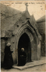 Le Finistrere - Ile Tudy - Portail de l'Eglise - Coiffes de l'Ile - Île-Tudy