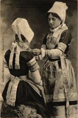 Anciens Costumes de Mariéen du Pays de Quimper 29 Quimper