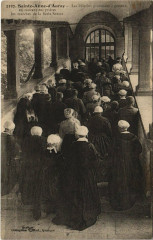 Sainte-Anne-d'Auray - Les Pelerins gravissont a genoux en recitant - Sainte-Anne-d'Auray