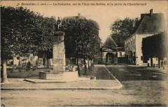 Richelieu - la fontaine sur la place des halles - Richelieu