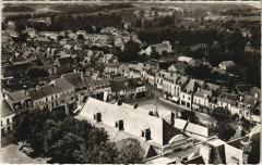 Sainte-Maure-de-Touraine - les halles et place - Sainte-Maure-de-Touraine