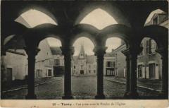 Toury - Vue prise sous le Porche de l'Eglise - Toury