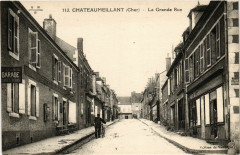 Chateaumeillant - La Grande Rue - Châteaumeillant