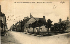 Henrichemont Place et Rue Dauphine - Henrichemont