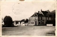 Dun-sur-Auron La Poste et Place de la Halle - Dun-sur-Auron