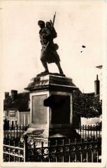 Dun-sur-Auron Monument aux Morts - Dun-sur-Auron