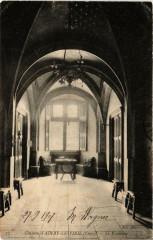 Ainay-le-Vieil Chateau - Le Vestibule - Ainay-le-Vieil