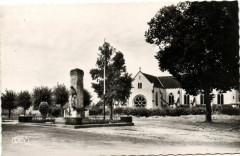 Buzancais - Place du Monument L'Eglise - Buzançais