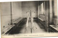 Argenton-sur-Creuse L'Ecole Professionnelle - Un lavabo - Argenton-sur-Creuse