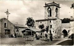 Authezat - La Place et l'Eglise - Authezat