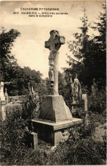 Valbeleix Croix tres ancienne dans le Cimetiere du Valbeleix - Valbeleix