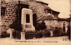 Beaulieu (Hte-Loire) alt 600 m - La place du souvenir - Beaulieu