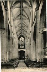 Souvigny - Intérieur de l'Eglise-La Nef centrale-Vue du Choeur - Souvigny