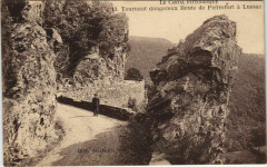 Tournant dangereux Route de Pierrefort a Lussac France - Pierrefort