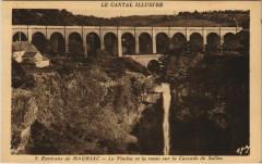 Le Viaduc et la route sur la Cascade de Salins France - Salins
