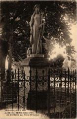 Alise-Sainte-Reine Statue deSainte-Reine aux Trois-Ormeaux - Alise-Sainte-Reine