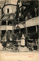 Puits en Fer forgé dans la Cour d'honneur de l'Hotel-Dieu - Beaune - Puits