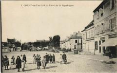 Crepy-en-Valois Place de la Republique - Crépy-en-Valois