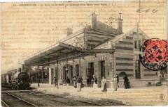 Cormeilles - Le Quai de la Gare passage du train vers Paris - Cormeilles