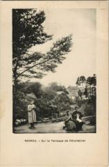 Perrou Sur la Terrasse de l'Orphelinat France - Perrou