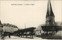 Moyaux - La Place et l'Eglise - Moyaux